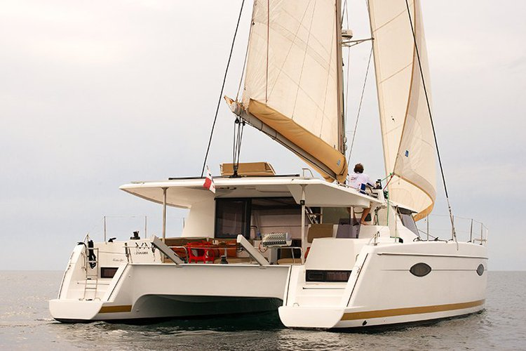 This 44.0' Fountaine Pajot cand take up to 4 passengers around La Paz