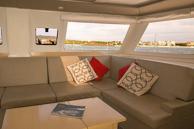 Discover La Paz surroundings on this Helia 44 Fountaine Pajot boat