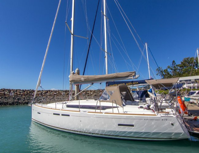 Motorsailer boat rental in Abells Point Marina,