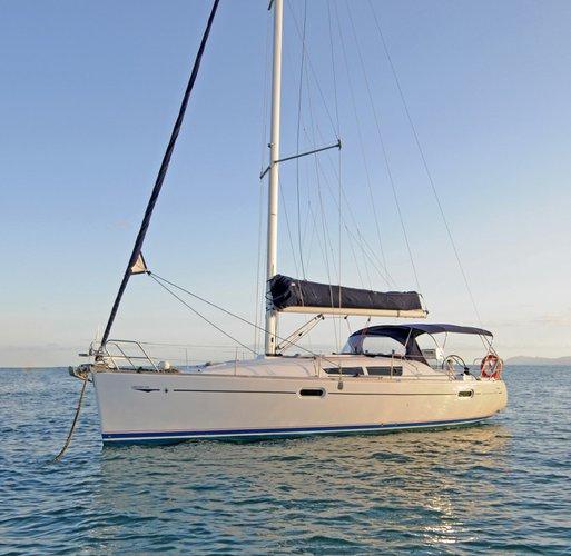 This sail boat rental is perfect to enjoy Whitsundays