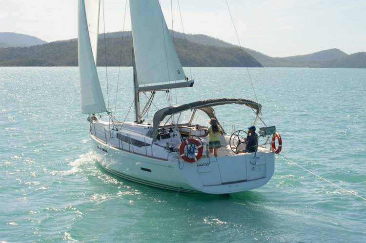 Discover Whitsundays surroundings on this Sun Odyssey 439 Jeanneau boat