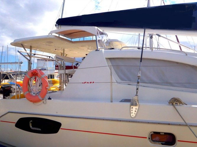 This 38.0' Leopard cand take up to 8 passengers around Whitsundays