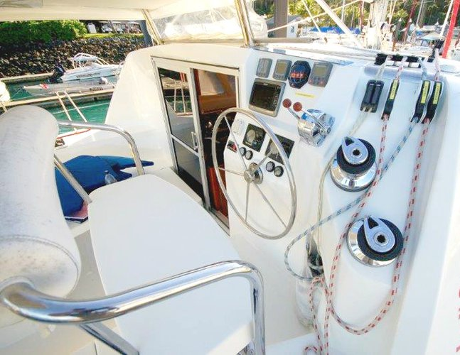 Discover Whitsundays surroundings on this 38 Leopard boat