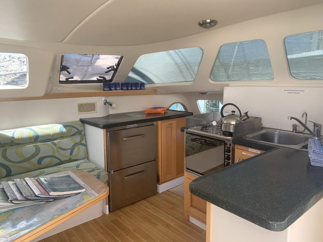 Discover Whitsundays surroundings on this 38 Lightwave boat