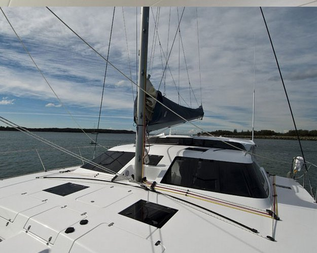 Discover Whitsundays surroundings on this 1250 Montebello boat