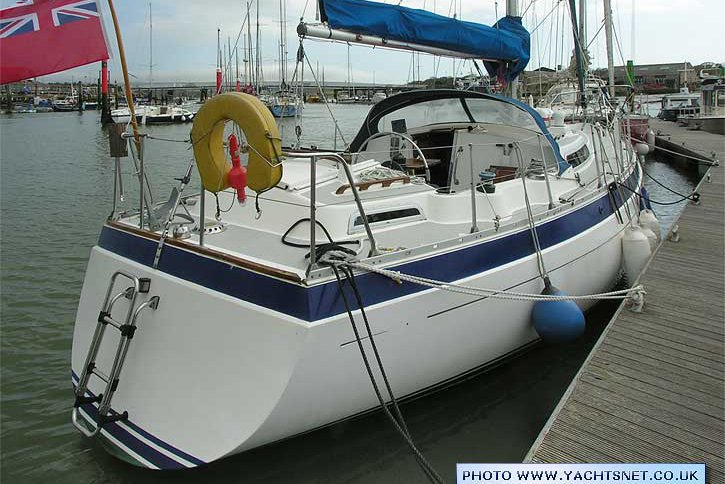 Safe sailing boat for sailing vacations
