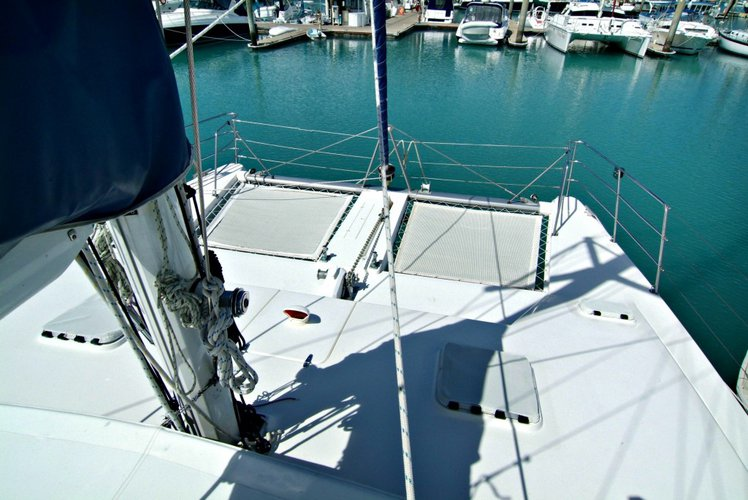 Discover Whitsundays surroundings on this 1160 Seawind boat