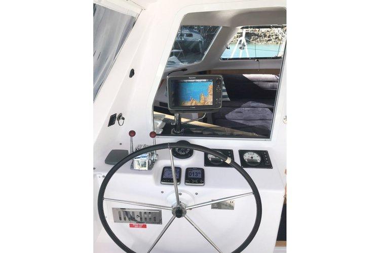 This 41.0' Seawind cand take up to 8 passengers around Whitsundays