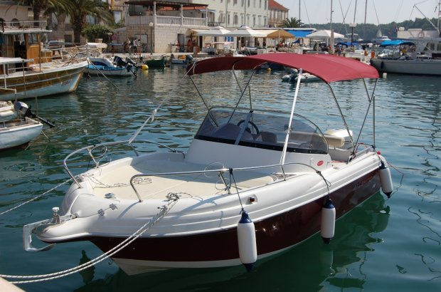 Walkaround boat rental in Trogir, Croatia