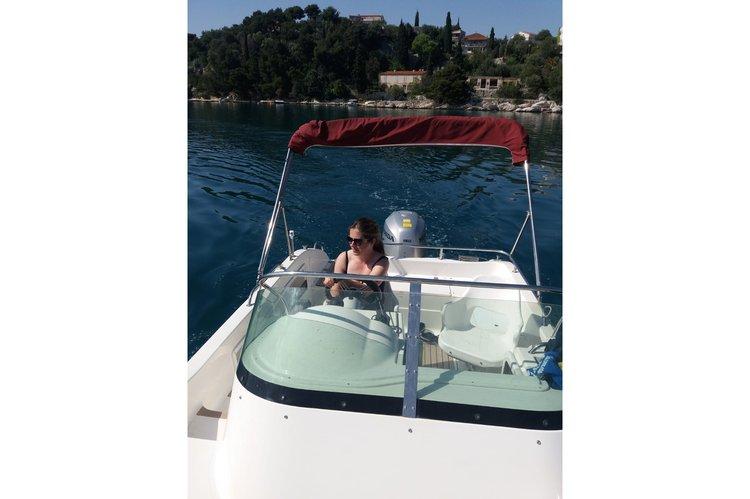 Walkaround boat rental in Trogir,