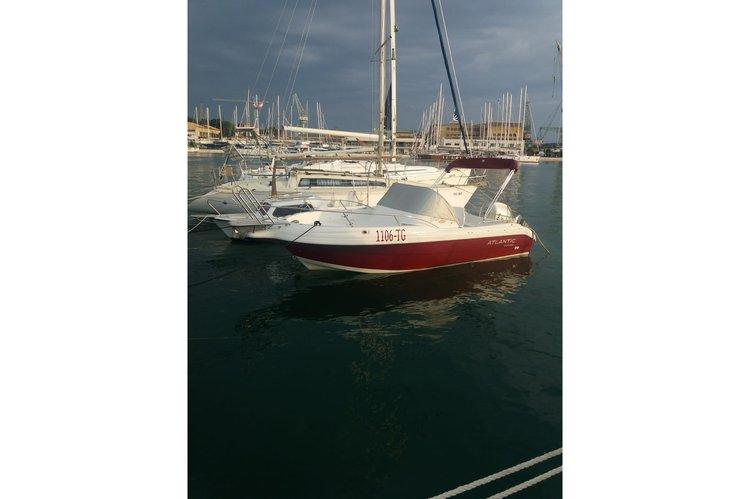 Discover Trogir surroundings on this 650 wa Atlantic Marine boat