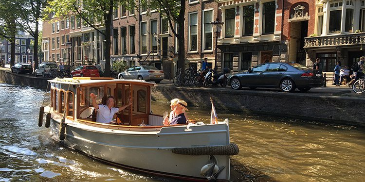 Custom's 25.0 feet in Amsterdam