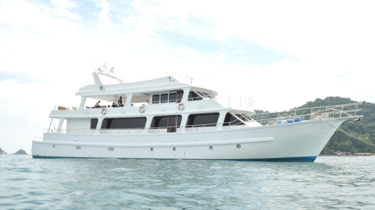 Sail the fascinating Malaysia on a superb motor boat for rent