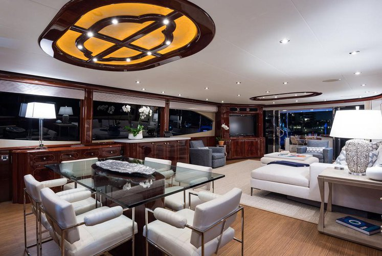 Discover West Palm Beach surroundings on this 116 Lazzara boat