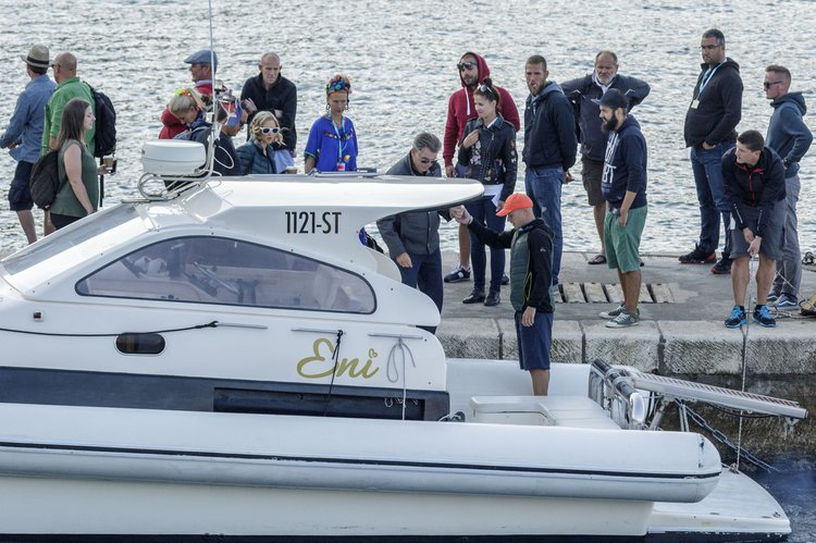 This 40.0' Lomac cand take up to 12 passengers around Split