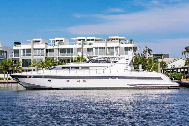 Mangusta's 100.0 feet in Miami Beach