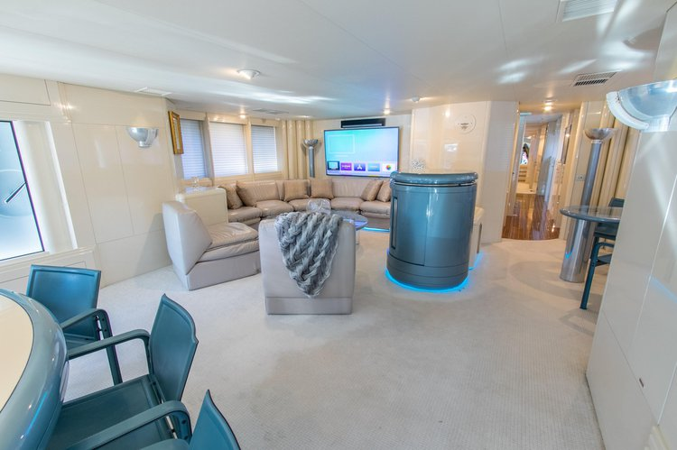 Discover Fort Lauderdale surroundings on this Custom Oceanfast boat