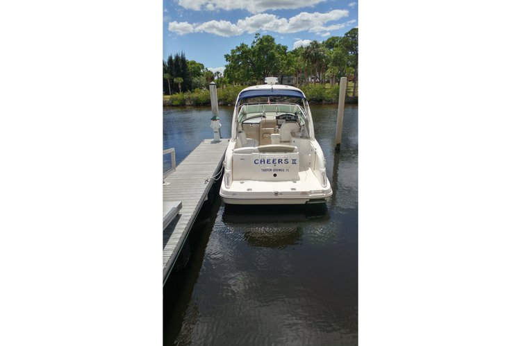 Discover Tarpon Springs surroundings on this 290 Sundancer Sea Ray boat