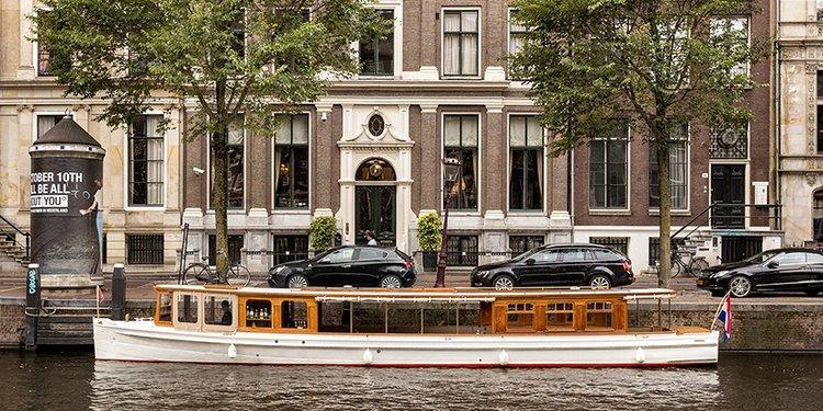 This 51.0' Custom cand take up to 30 passengers around Amsterdam