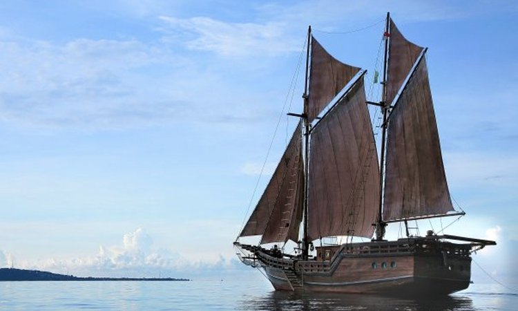 Sloop boat rental in Denpasar, Indonesia