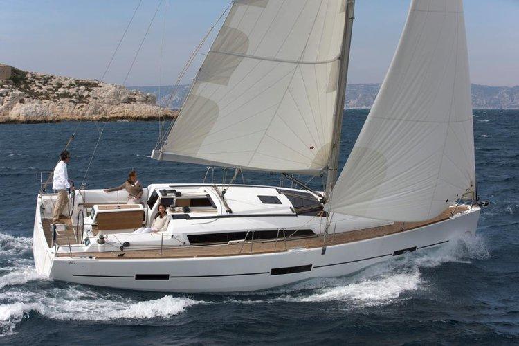 Sloop boat rental in Port Pin Rolland, France