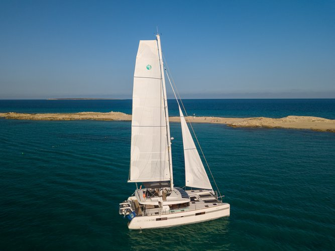 Lagoon boat for rent in Balearic Islands