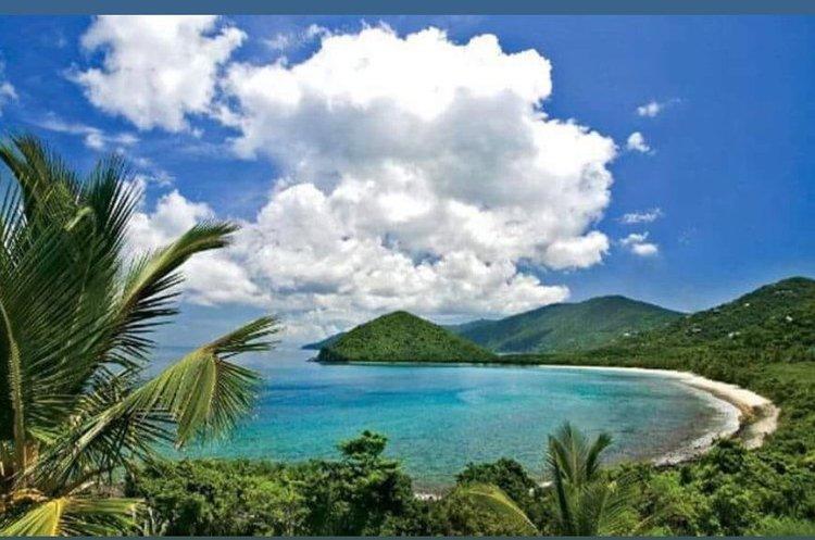 This 46.0' Robertson & Caine cand take up to 6 passengers around Tortola