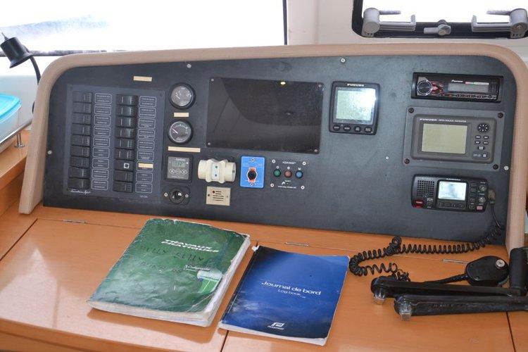 Catamaran boat rental in Placencia,