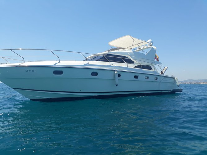Beautiful  Sunquest 57 ideal for cruising and fun in the sun!