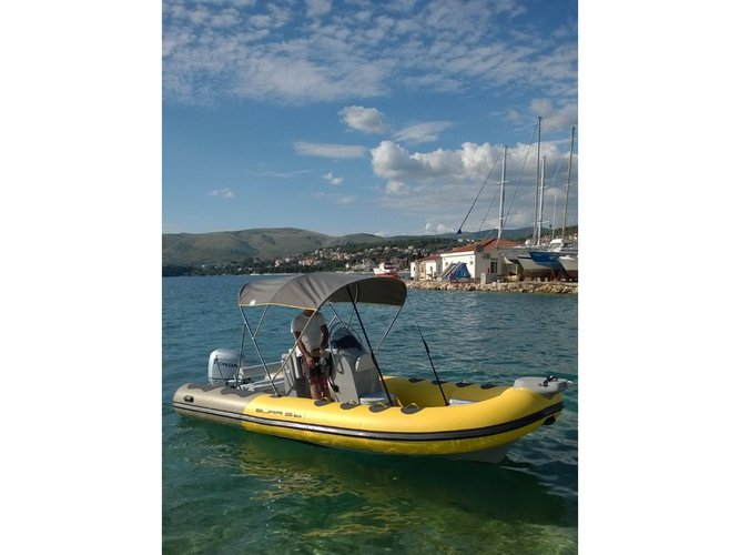 Beautiful  Bura 560 ideal for cruising and fun in the sun!