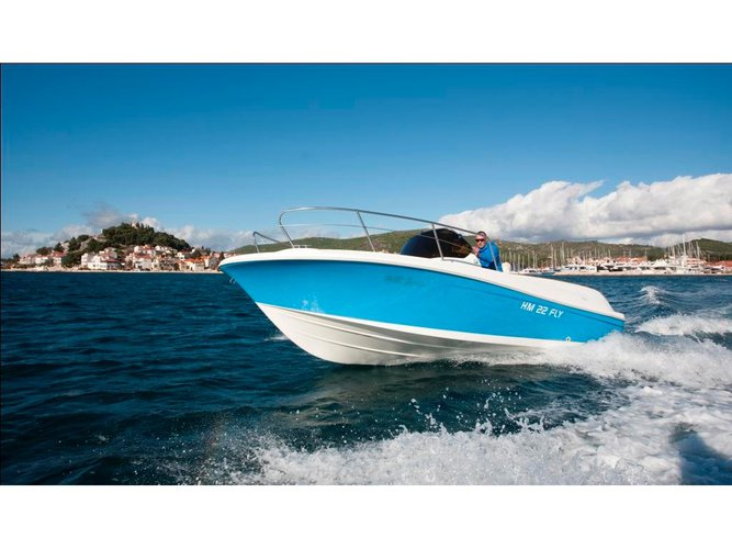 This motor boat charter is perfect to enjoy Trogir