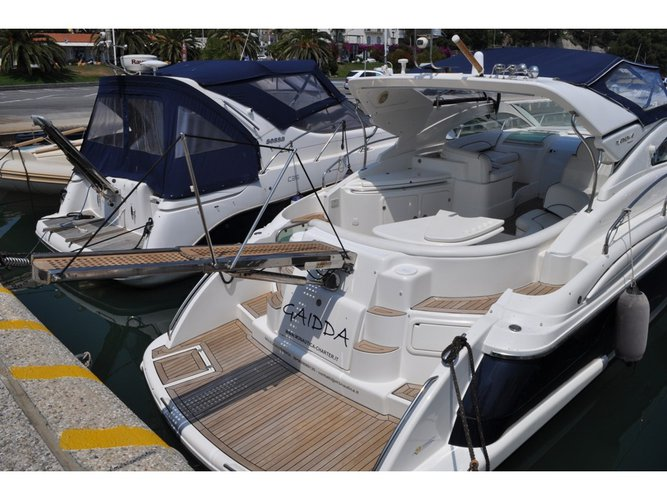 Explore Lavagna on this beautiful motor boat for rent