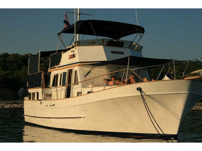 Enjoy luxury and comfort on this  Hampton 42 in Zadar