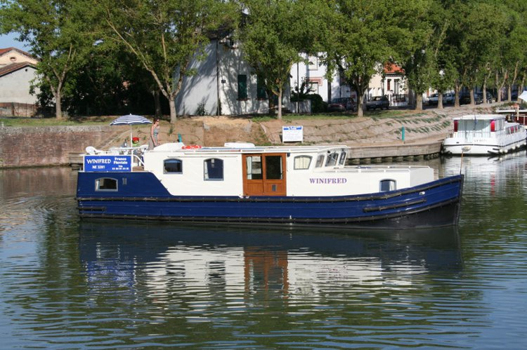 Charter this amazing motor boat in Castelnaudary