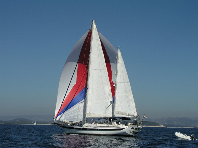 The best way to experience Kaštel Gomilica is by sailing