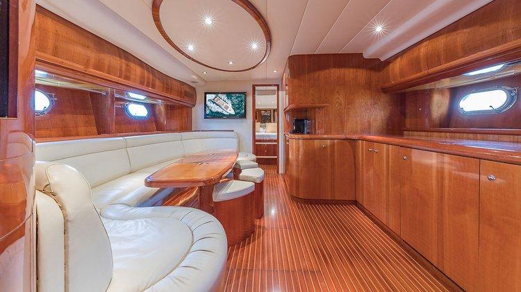 Discover Miami Beach surroundings on this 60 ALFAMARINE boat