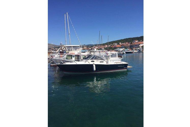 Boat rental in Okrug Gornji,