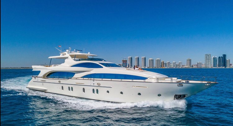 Discover Aventura surroundings on this 116 Azimut boat