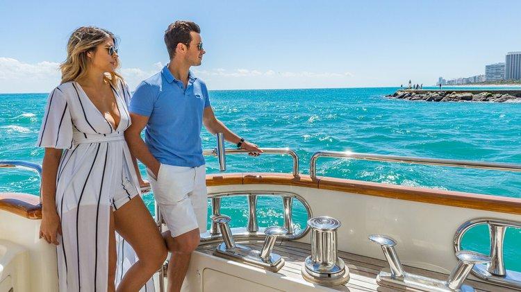 Azimut boat for rent in Aventura