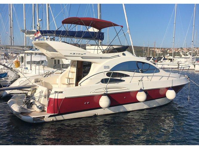 Jump aboard this beautiful Azimut Yachts Azimut 39