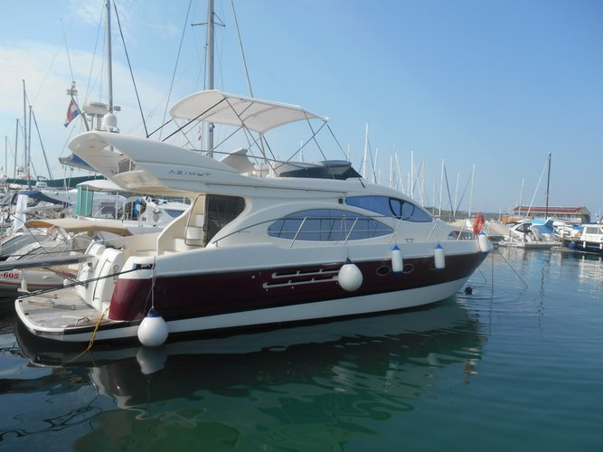Enjoy luxury and comfort on this Azimut Yachts Azimut 46 in Pirovac