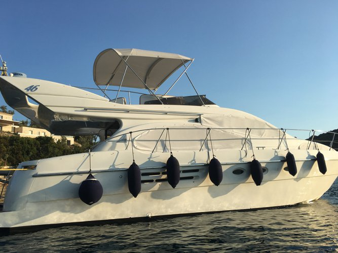 Relax on board our motor boat charter in Lefkada