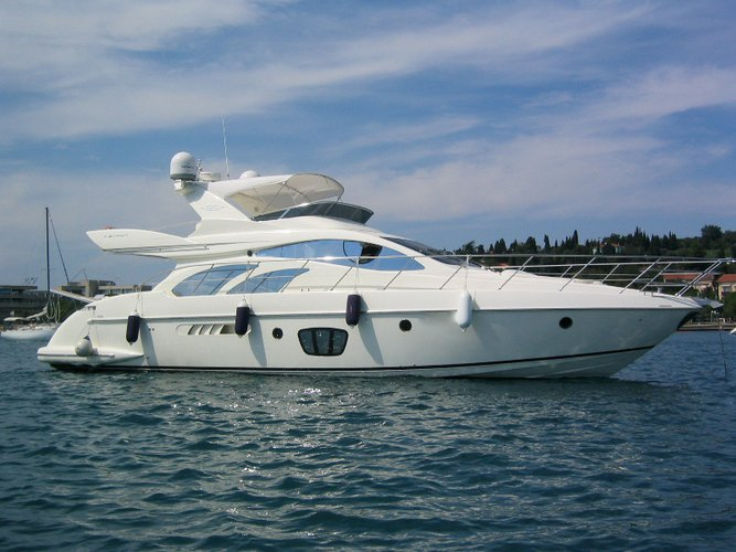 Climb aboard this Azimut Yachts Azimut 55 for an unforgettable experience