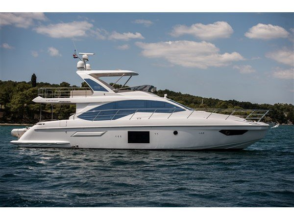 Climb aboard this Azimut Yachts Azimut 55 Fly for an unforgettable experience