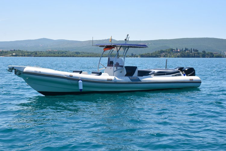 Take this 33' awesome motor boat for a spin!