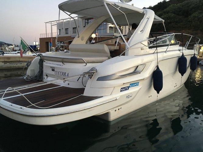 Beautiful Bavaria Yachtbau Bavaria 34 Sport ideal for cruising and fun in the sun!