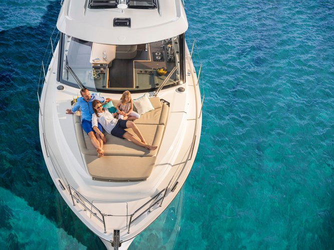 Jump aboard this beautiful Bavaria Yachtbau Bavaria E40 Sedan