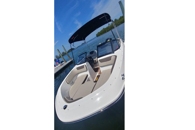 Bow rider boat for rent in Holiday