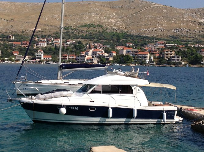 This motor boat charter is perfect to enjoy Rogoznica