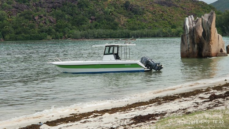 This 111.0' Custom cand take up to 6 passengers around Baie Ste Anne